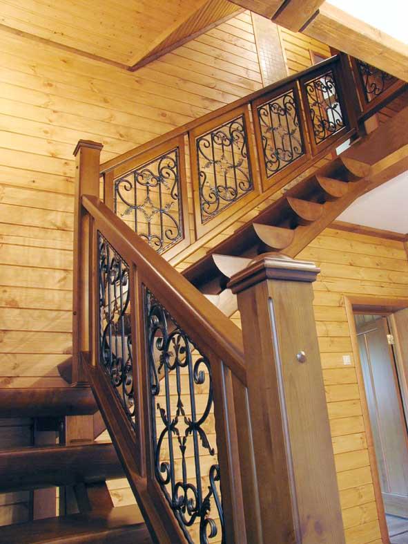 Дубовая лестница Г-образной формы